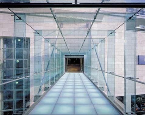 szklana podłoga w domu, na co zwrócić uwagę